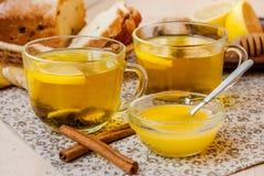 Té con el limón y la miel Imagen de archivo libre de regalías