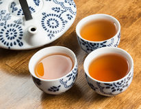 Té con las tazas de té Fotos de archivo libres de regalías