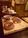 Té con los rollos de pan Foto de archivo