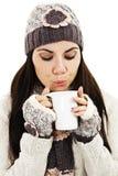 Té de consumición de la mujer del invierno Imagen de archivo libre de regalías