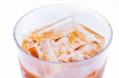 Té de hielo en el fondo blanco Imagen de archivo libre de regalías