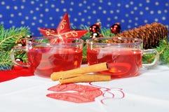 Té de la taza con la decoración de la Navidad Imágenes de archivo libres de regalías