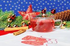 Té de la taza con la decoración de la Navidad Foto de archivo