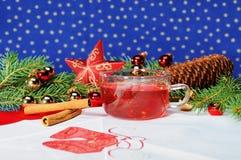 Té de la taza con la decoración de la Navidad Imagen de archivo libre de regalías