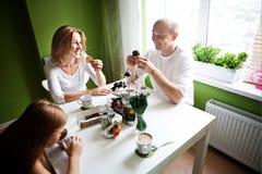 Té del desayuno de la familia Fotografía de archivo