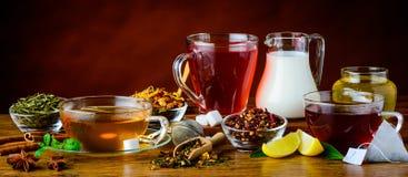 Té e ingredientes en Aún-vida rústica Imagen de archivo