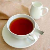 Té en la taza de té blanca 2 Fotografía de archivo