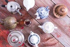 Té fácil de una bolsita de té contra brebaje de la calidad Fotografía de archivo