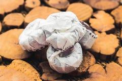 Té negro de Puer en un soporte de madera Fotografía de archivo libre de regalías