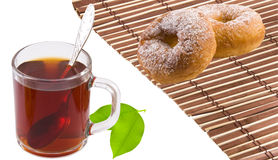 Té, panecillos y hojas de té Foto de archivo libre de regalías