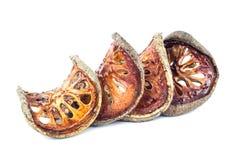 Té secado de la fruta de Bael y x28; Marmelos& x29 de Aegle; aislado en el backgrou blanco Foto de archivo libre de regalías