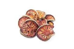 Té secado de la fruta de Bael y x28; Marmelos& x29 de Aegle; aislado en el backgrou blanco Fotografía de archivo libre de regalías