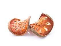 Té seco de la fruta de Bael (marmelos) de Aegle Herber aislado en el CCB blanco Fotos de archivo libres de regalías