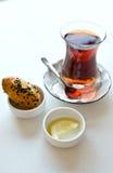Té turco en una taza de cristal Imagenes de archivo