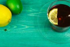 Té un limón y una cal Imagen de archivo