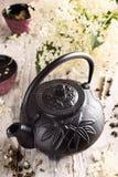 Té verde con una flor más vieja Imagen de archivo