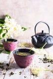 Té verde con una flor más vieja Imagen de archivo libre de regalías