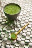 Té verde de Matcha de Japón en el acero inoxidable Fotografía de archivo libre de regalías