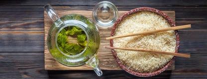 Té verde del chino tradicional de diversa fermentación y del arroz imagen de archivo libre de regalías