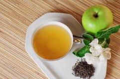 Té verde y manzana Fotos de archivo libres de regalías