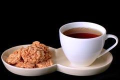 Té y bocados curruscantes del arroz. Fotos de archivo libres de regalías