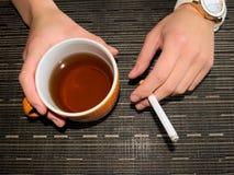 Té y cigarrillo Imagenes de archivo