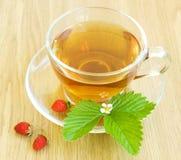 Té y fresas salvajes Imagenes de archivo