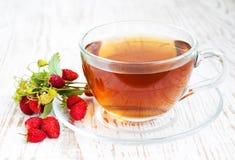 Té y fresas salvajes Fotos de archivo libres de regalías