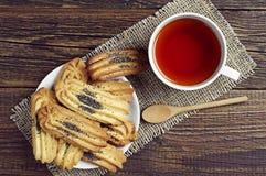 Té y galletas con la amapola Imagen de archivo