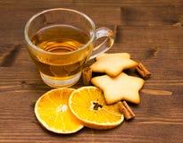 Té y galletas con la naranja y el canela Foto de archivo