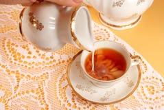 Té y leche imagen de archivo libre de regalías