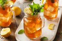 Té y limonada helados hechos en casa Fotos de archivo libres de regalías