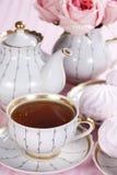 Té y rosas Fotos de archivo libres de regalías