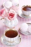 Té y rosas imagen de archivo libre de regalías