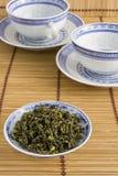 Té y tazas chinos de Oolong Imágenes de archivo libres de regalías