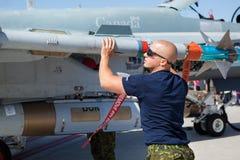Técnico CF-18 de la fuerza aérea canadiense real (RCAF) foto de archivo