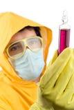 Técnico de laboratorio que maneja los productos químicos (camino de recortes incluido) Imagen de archivo