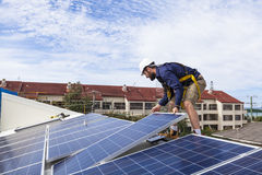 Técnico del panel solar Fotografía de archivo