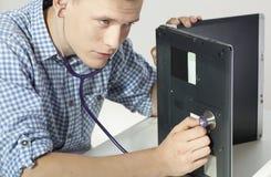 Técnico do computador com estetoscópio Fotografia de Stock Royalty Free