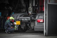 Técnico Job do serviço do caminhão fotografia de stock