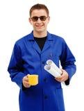 Técnico joven que toma el descanso para tomar café Imagenes de archivo