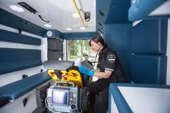 Técnico médico da emergência fotografia de stock