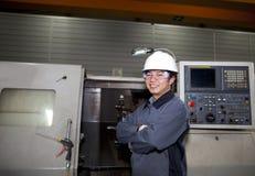 Técnico mecânico da máquina do cnc Foto de Stock Royalty Free