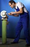 Técnico no banco de moedura Foto de Stock Royalty Free