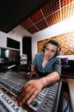 Técnico sano In Recording Studio Imágenes de archivo libres de regalías