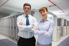 Técnicos confiados de los datos que miran la cámara Fotografía de archivo libre de regalías