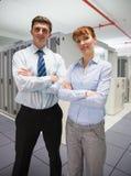 Técnicos confiados de los datos que miran la cámara Imagenes de archivo