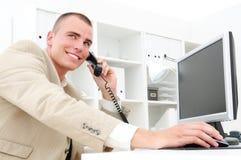 Téléphone 2 d'homme d'affaires photographie stock