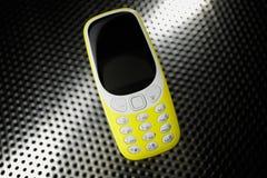 Téléphone antichoc sur la surface métallique Photos libres de droits