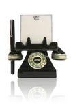 Téléphone avec le bloc-notes et le crayon lecteur photos libres de droits